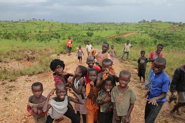 Congolese kids near the Angolan border