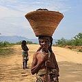 Mucubal woman balancing a kimbala