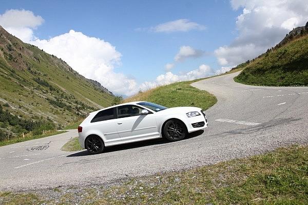 Steep road towards Col du Glandon